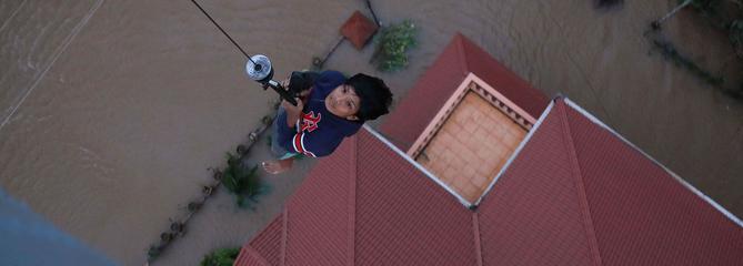 Inde : des milliers de personnes piégées par la montée des eaux