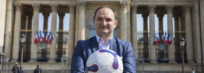 Régis Juanico, capitaine du onze parlementaire