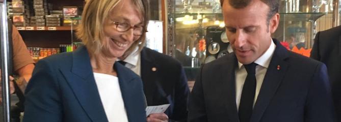 «Je crois au patrimoine»: Emmanuel Macron soutient Stéphane Bern à Villers-Cotterêts