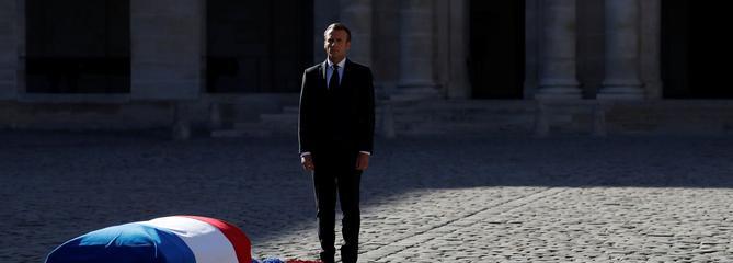 «En France, les poètes ne meurent jamais»: l'intégralité du discours de Macron à Aznavour