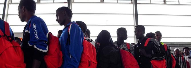 Comment l'État veut «sous-traiter l'accueil des migrants» aux Français les plus précaires
