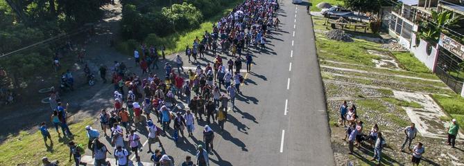 Trump alerte l'armée sur la «caravane» de migrants