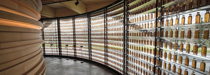 Au cœur de la distillerie futuriste du whisky le plus recherché de la planète