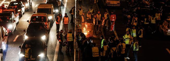 «Gilets jaunes» : 282.000 manifestants à travers le pays, des centaines de blessés