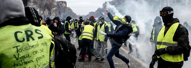 «Gilets jaunes»:un clip de rap, vu deux millions de fois, appelle à «écraser les policiers»