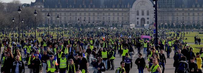 «Acte 14» des «gilets jaunes»: toujours des dizaines de milliers de manifestants