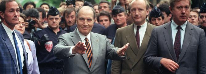 En 1990, Mitterrand marchait contre l'antisémitisme