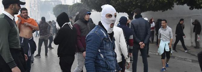 Des milliers de manifestants contre la candidature de Bouteflika