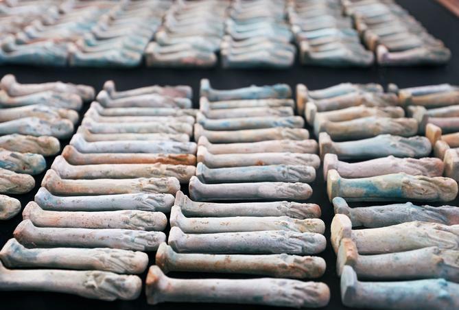 Statuettes anciennes, datant d'il y a plus de 2000 ans.