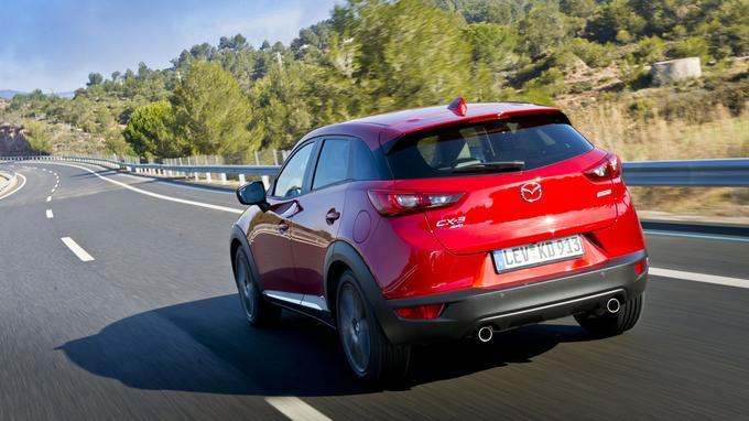 Le CX-3 est plus long qu'un Renault Captur et moins haut qu'un Opel Mokka.