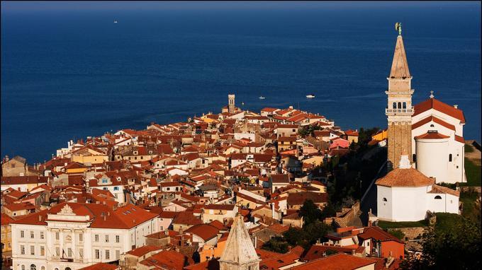 Piran, une petite ville pittoresque, batie sur un promontoire triangulaire dont la pointe ressemble à la fière proue d'un navire.