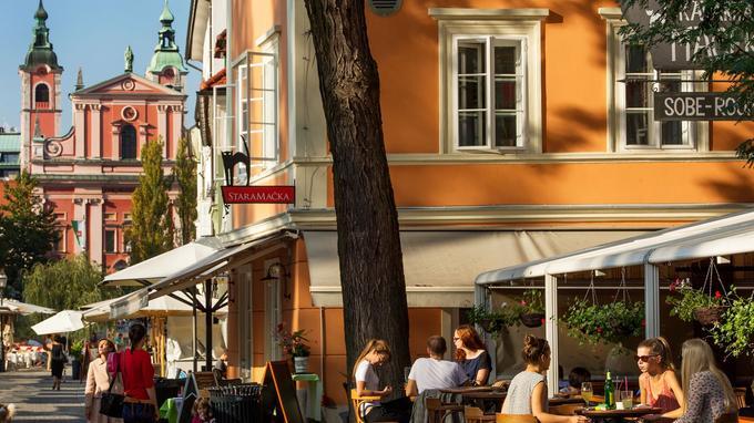 Ljubljana est une invitation permanente à faire la fête, en particulier sur les bords de la Ljubljanica, noire de bars, brasseries et estaminets où l'on boit, bavarde et danse jusqu'à plus soif.