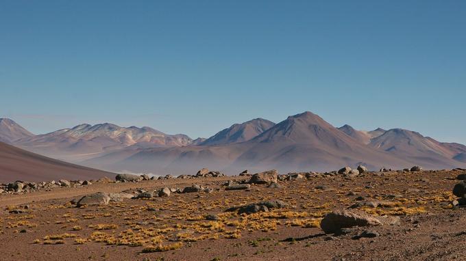 Vue sur les montagnes entourant le désert de l'Atacama. (Crédit: Danielle Pereira/Flickr/CC)
