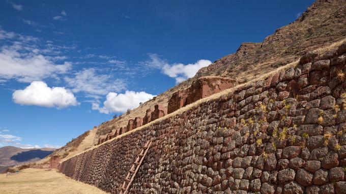 Partie du mur d'enceinte de l'ancienne résidence royale inca. (Crédit: Unukorno)