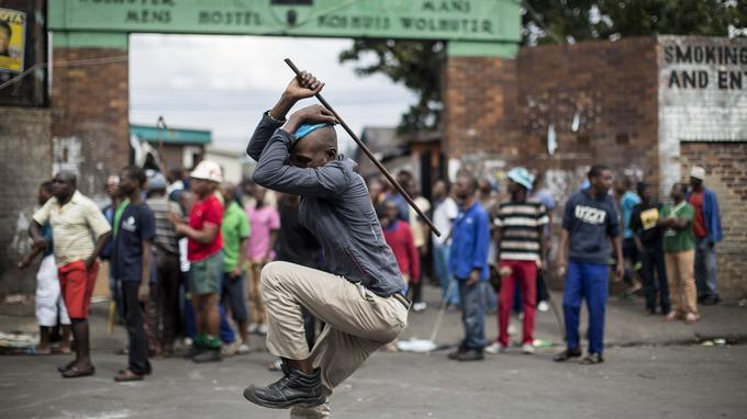 Un manifestant anti-étrangers.