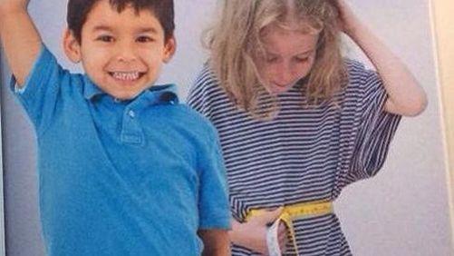 Une petite fille (déjà) affolée par son tour de taille alors qu'un petit garçon se réjouit d'être grand. Le département des Bouches-du-Rhône s'est attiré les foudres des féministes et des internautes (DR)