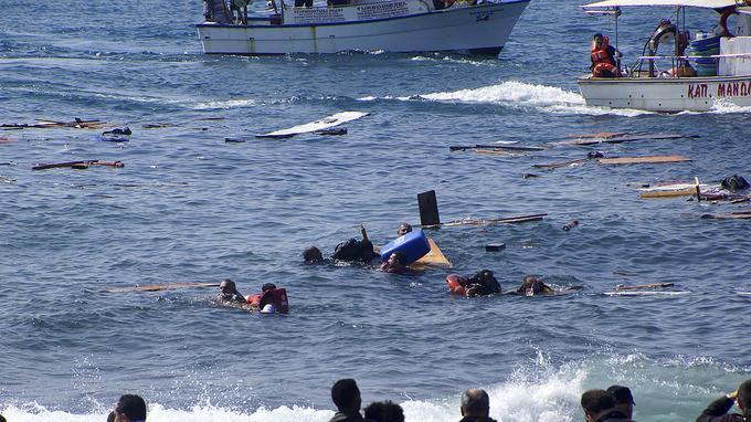 Au large de Rhodes, trois migrants, dont un enfant, ont péri, et 93 personnes ont pu être sauvées au cours d'une impressionnante opération de secours à quelques mètres du rivage.