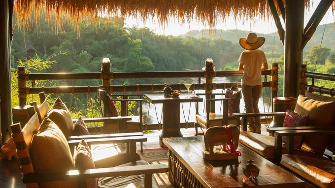 Rendez-vous privilégié des amateurs de couchers de soleil flamboyants, le Burma Bar offre un point de vue somptueux sur la rivière Ruak, et au loin sur les collines du Myanmar voisin.