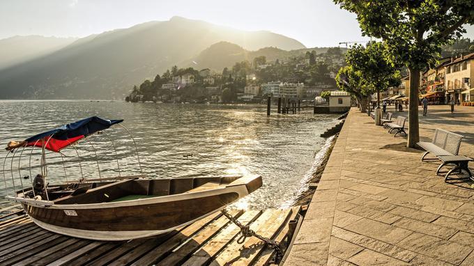 Situé sur les rives du lac Majeur, dans le canton du Tessin, le village d' Ascona a accueilli de nombreux intellectuels comme Hermann Hesse ou Carl Gustav Jung.