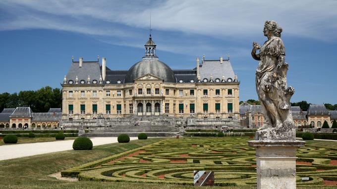 Le château fut à l'orgine la demeure de Nicolat Fouquet, surintendant des finances qui subit les foudres de Louis XIV et termina sa vie en prison. (Crédit: Olga Khomltsevich/Flickr/CC)