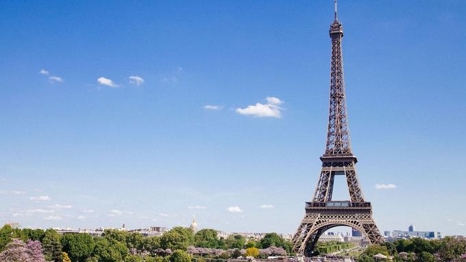 Construite pour l'Exposition universelle de 1889, la Tour Eiffel a depuis largement conquis le coeur des Français et des touristes. (Crédit: Pixabay)