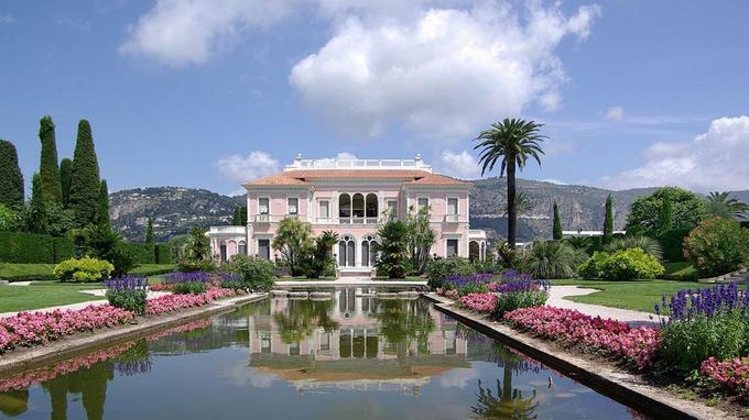 Après la mort de la baronne, l'ensemble de sa collection fut transférée dans cette villa suivant sa volonté. (Crédit: Berthold Werner/wikipédia)
