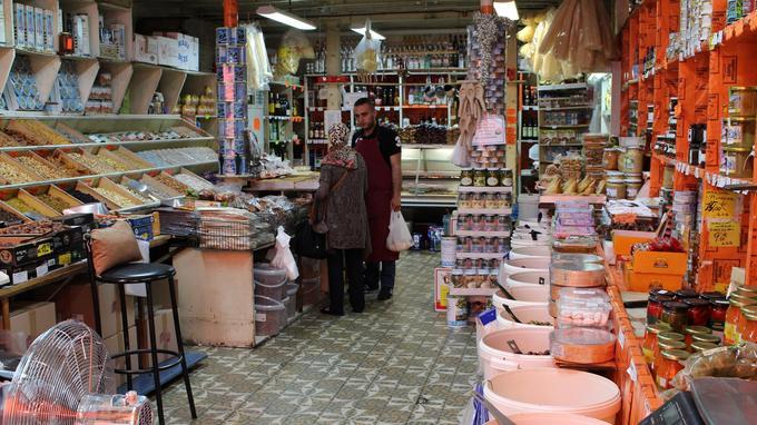 L'épicerie Heratchian frères, dans le 9e arrondissement. Crédits Photo Jade Grandin de l'Eprevier