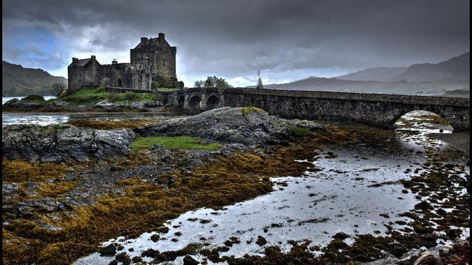 L'un des châteaux les plus emblématiques d'Ecosse: Eilean Donan, à l'entrée du loch Duich.