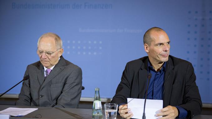 Yanis Varoufakis, aux côtés de son homologue allemand, Wolfgang Schäuble, le 5 février 2015 à Berlin.