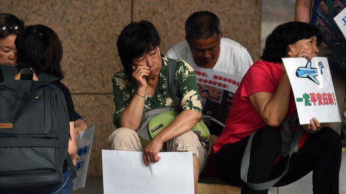 La plupart des passagers du vol pour Pékin étaient chinois et nombre de leurs familles refusent toujours de croire que leurs proches sont morts.