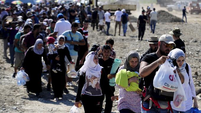 A Gevgelija (Macédoine), ce dimanche, les migrants poursuivaient leur route en direction du Nord.