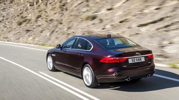 Sur route, la nouvelle Jaguar XF confirme l'excellente réputation de la marque. Le confort, même avec le châssis Sport, est remarquable.