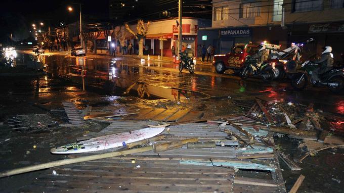 Des constructions ont été endommagées à Valparaiso au Chili après un tsunami causé par un tremblement de terre mercredi.