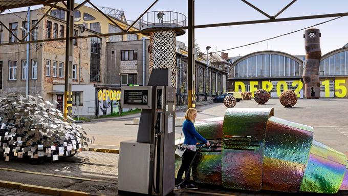 Le «Depo 2015», dans les anciens ateliers de la gare routière de Pilsen, accueille des expositions d'art contemporain.