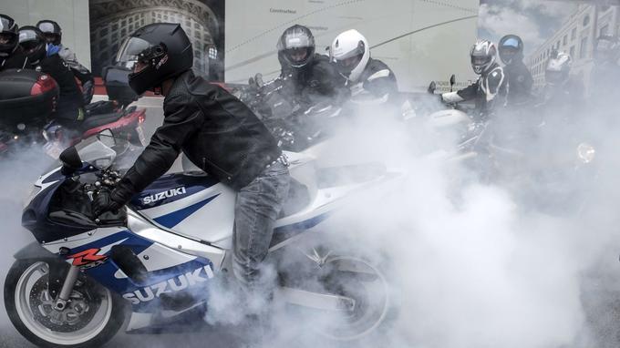 À Lyon, plusieurs milliers de motards se sont rassemblés. Ils étaient 1800 d'après la police, 5000 selon les organisateurs, précise France 3 Rhône-Alpes.