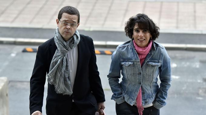 Nicolas Bonnemaison et sa femme Julie arrivent au tribunal le 20 octobre 2015.