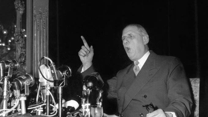 Charles de Gaulle lors de la conférence de presse du 19 mai 1958.