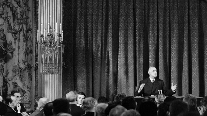 La conférence de presse du général de Gaulle au Palais de l'Elysée le 4 février 1965.