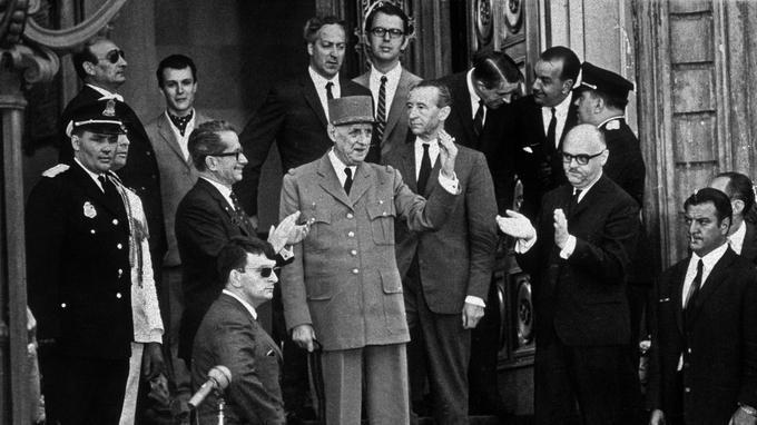 Charles de Gaulle sur les marches de l'Hôtel de ville de Montréal le 24 juillet 1967.