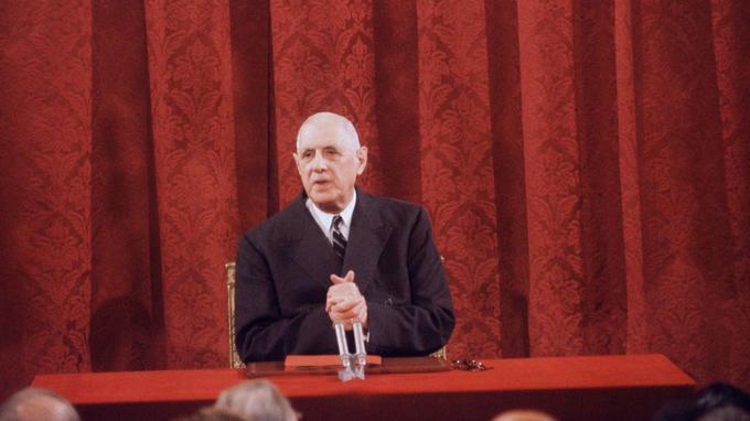 Le général de Gaulle lors de sa conférence de presse du 9 septembre 1965.
