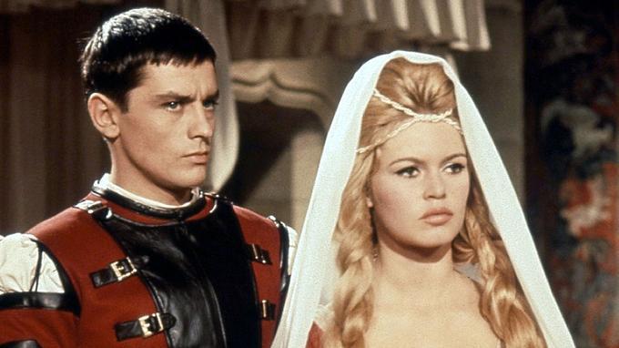 Alain Delon et Brigitte Bardot dans <i>Les amours célèbres</i>, de Michel Boisrond, en 1961.