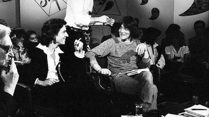 En 1977, la France découvre les «nouveaux intellectuels» Bernard Henri-Lévy et André Glucksmann, sur le plateau d'Apostrophes de Bernard Pivot.
