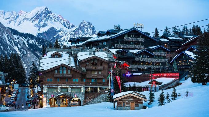 Courchevel 1 850 rassemble la plupart des lieux emblématiques de la station et ses plus prestigieux hôtels tels que Les Airelles, Le K2 ou encore L'Apogée.