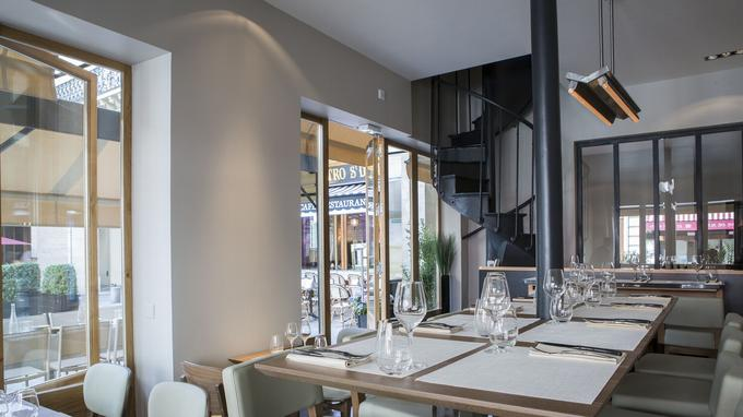 Situé au 131 de la rue Saint-Dominique, Les Fables de la Fontaine propose 48 couverts (le double avec la terrasse, aux beaux jours).