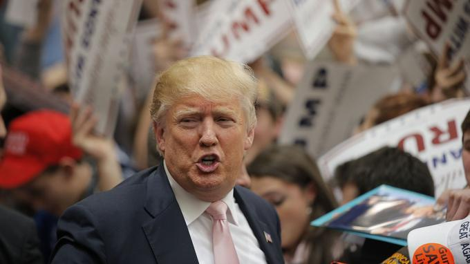 Donald Trump, lundi, lors d'un meeting en Virginie.