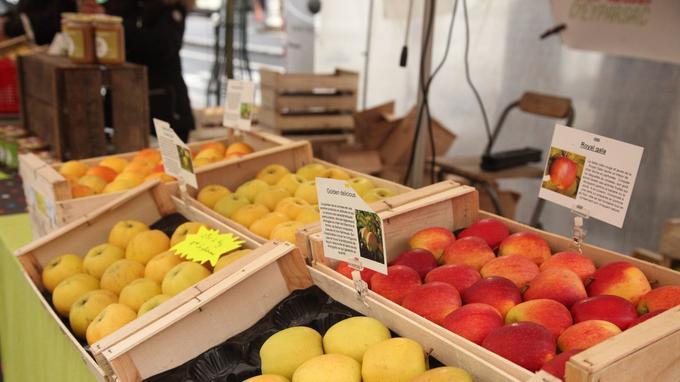 1kg de pommes sur un marché de producteurs