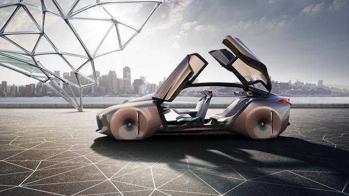 Les portes à ouverture antagoniste et l'absence de pied milieu contribuent à l'aspect spectaculaire du concept BMW.
