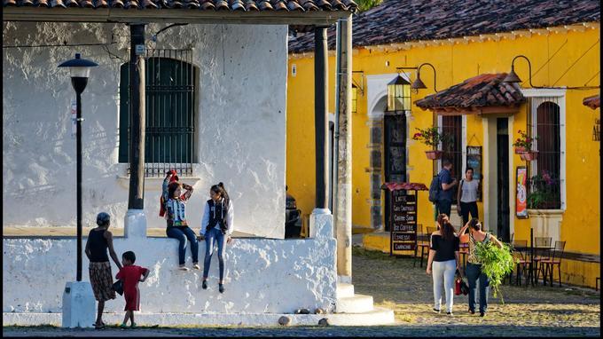 Perle du Salvador, la ville coloniale de Suchitoto, perchée au-dessus du lac de Suchitlán, a su préserver son caratère authentique et dynamique.