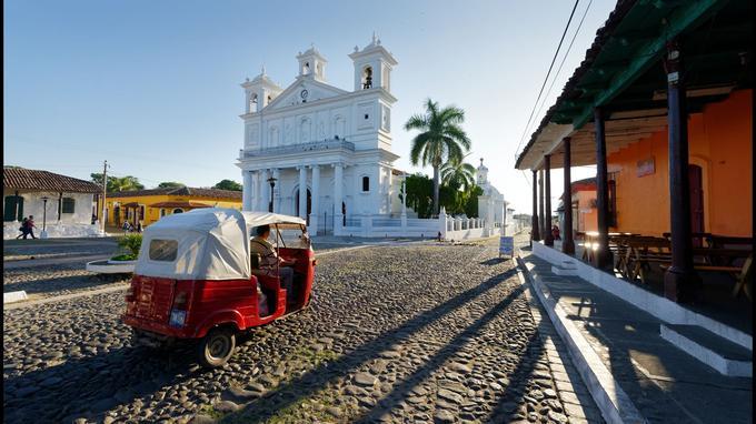 Loin des clichés des villes musées désertées par les habitants au profit des marchands de souvenirs, le ravissant village colonial de Suchitoto vibre au rythme de la «vraie» vie et des traditions locales.