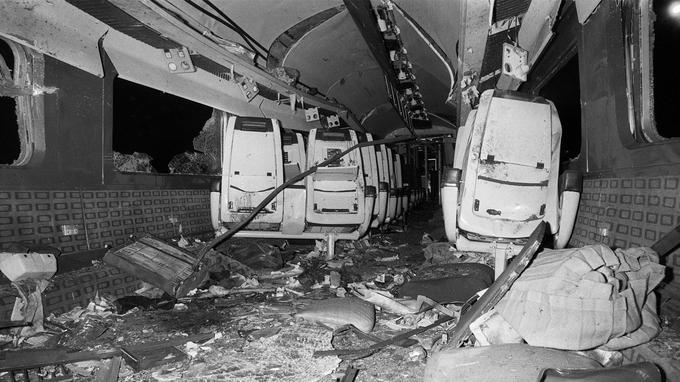 L'intérieur du TGV Marseille-Paris, le 31 décembre 1983.